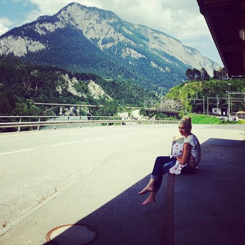 Gwen Stefani Breastfeeding her Baby in Switzerland